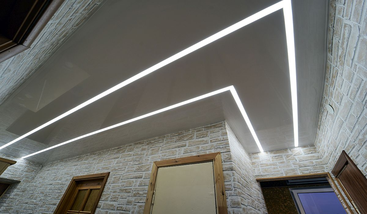 Įtempiamos lubos, Šviečiančios linijos koridoriuje