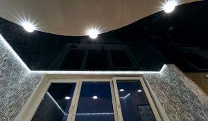Satininės įtempiamos lubos arba pusiau blizgios įtempiamos lubos