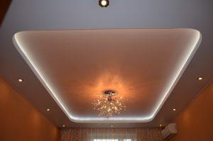 3 Dviejų lygių įtempiamos lubos su LED apšvietimu